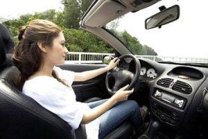 con gái có nên học lái xe ô tô