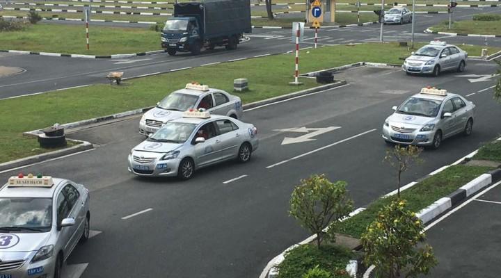 Kết quả hình ảnh cho học luật bằng lái xe oto